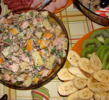 Салат из ананасов к 8 марта